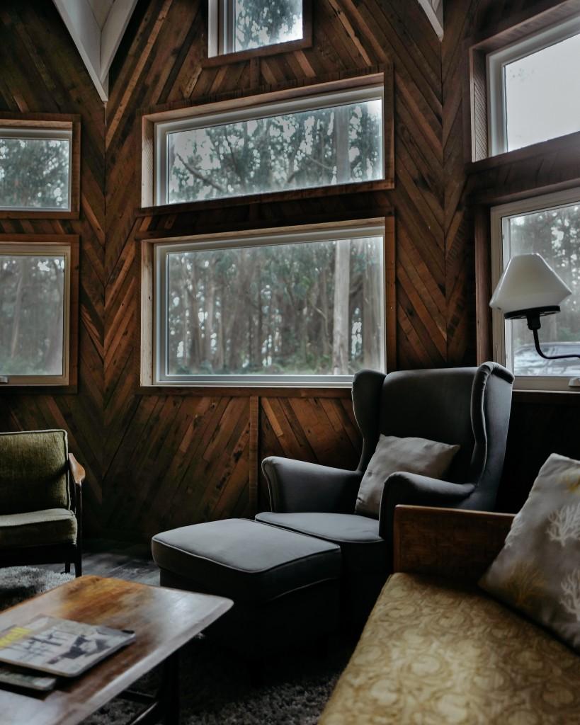Wand mit Holzverkleidung